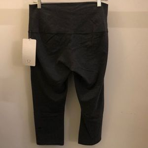 lululemon athletica Pants - Lululemon gray Wunder Under Crop RollDown,sz10,NWT